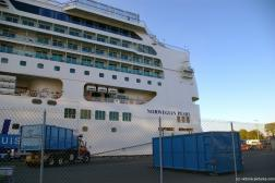 Norwegian Pearl aft while docked at Victoria.jpg
