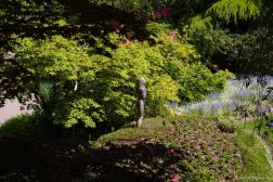 Woman statue at the Butchart Gardens.jpg