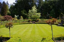 Circular courtyard area of the Butchart Gardens Rose Garden.jpg