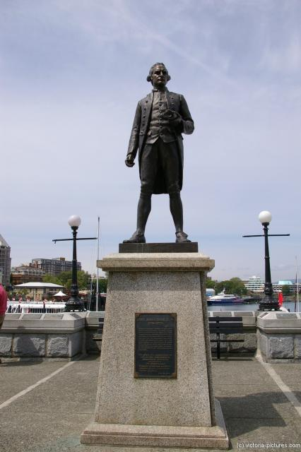 James Cook statue in Victoria.jpg